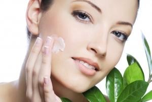 crema facial de cara con aceite de camelia